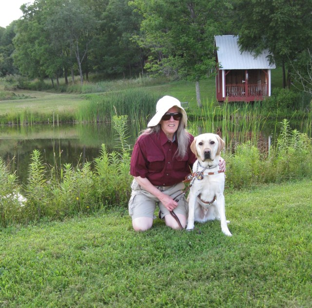 Donna-&-Mo-kneeling-by-pond-by-Rich-Hill-1.82mb002.JPG